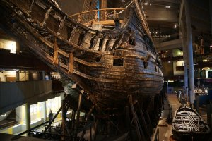 1280px-The_Vasa_from_the_Bow.jpg