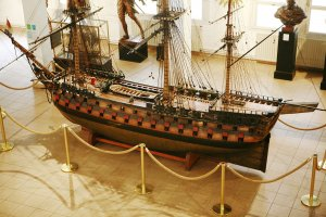 1280px-French_ship_Duquesne_mg_5192.jpg